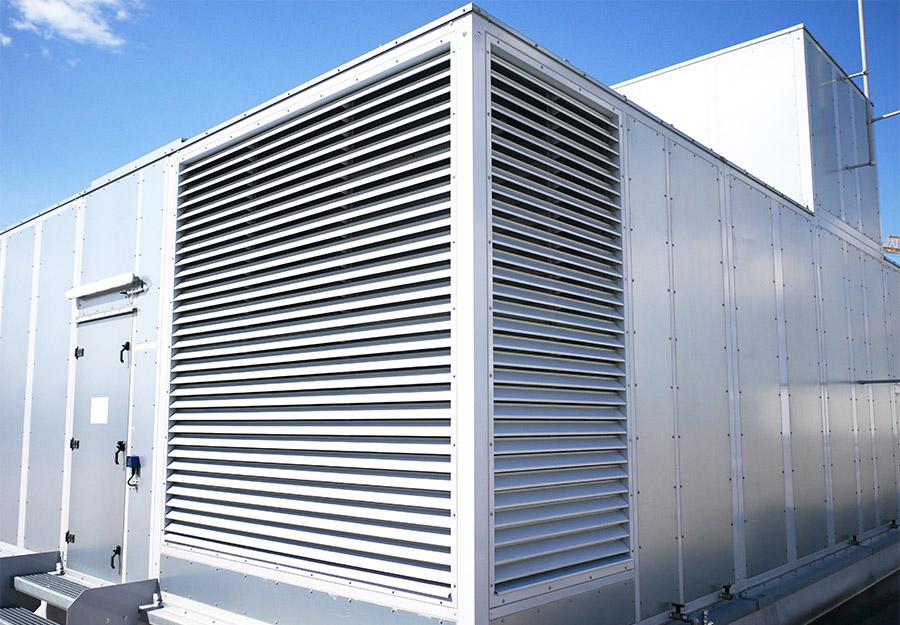 Wetterschutzgitter eingebaut in Klimagerätewand